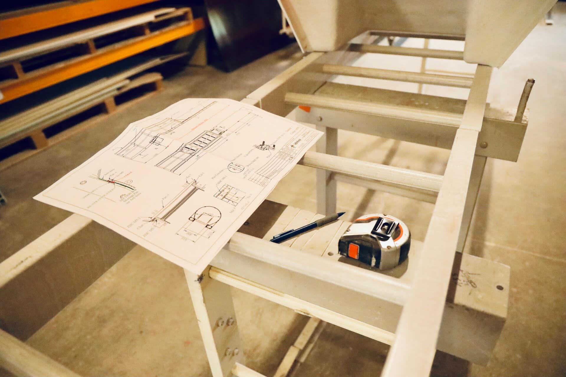échelle à crinoline composite blanche en fabrication