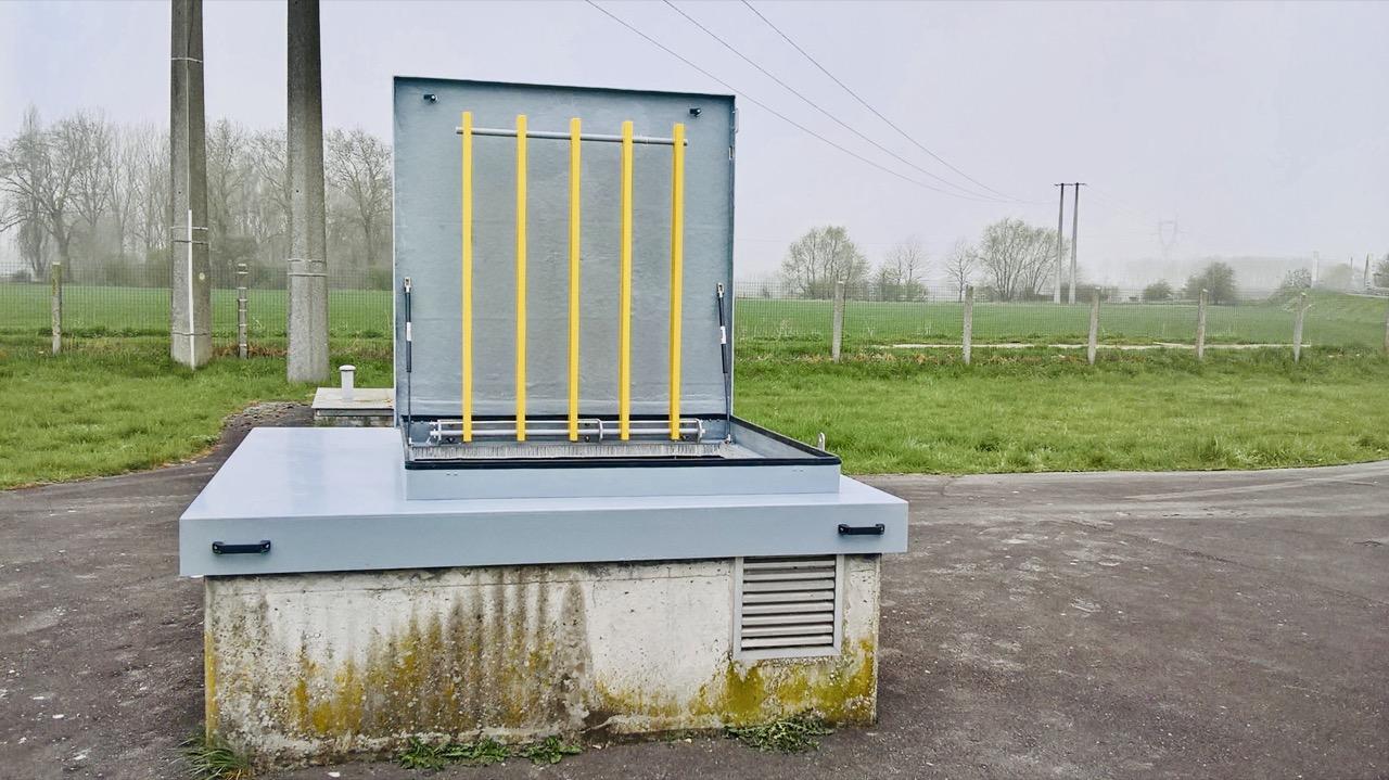 trappe composite avec vernis et grille antichute jaune